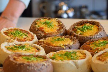 Rezept: Gefüllte Brötchen aus dem Ofen mit Toskanischer Gemüsesuppe